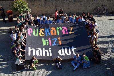 1. euskaraz bizi nahi dut